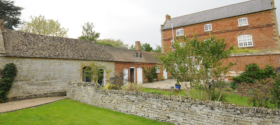 "<a href=""http://www.southhouse.co.uk/b-and-b/"">Quintissential English Bed & Breakfast</a>"
